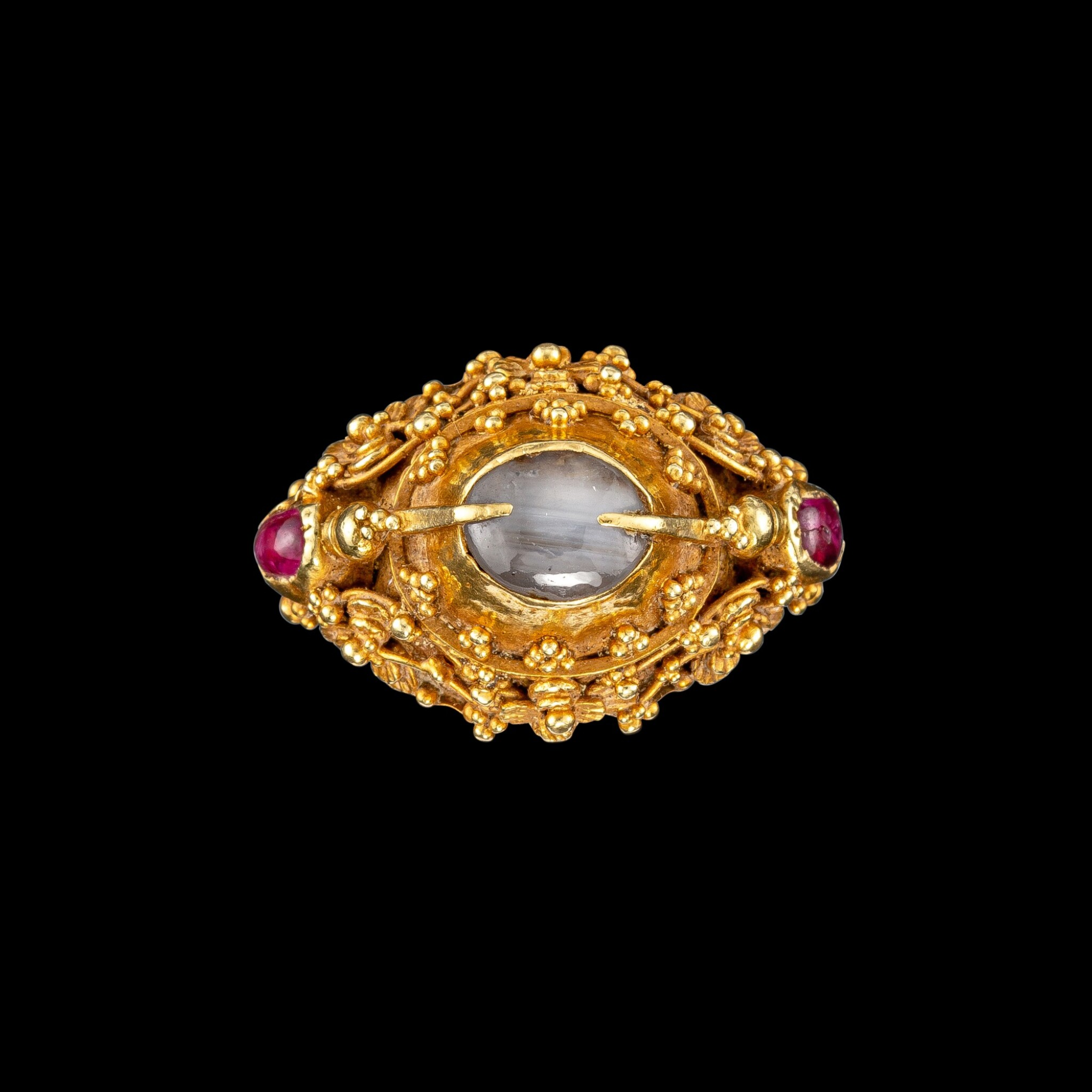 View full screen - View 1 of Lot 1018. A gem-set gold 'flower and bird' priest's ring Bali, Indonesia, 19th - early 20th century   十九至二十世紀初 印尼峇里 金嵌寶花鳥紋戒指.