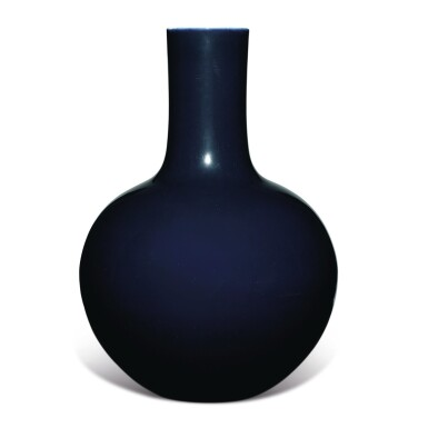 View 2. Thumbnail of Lot 149. A large dark-blue-glazed vase, tianqiuping, Qianlong seal mark and period   清乾隆 藍釉天球瓶  《大清乾隆年製》款.