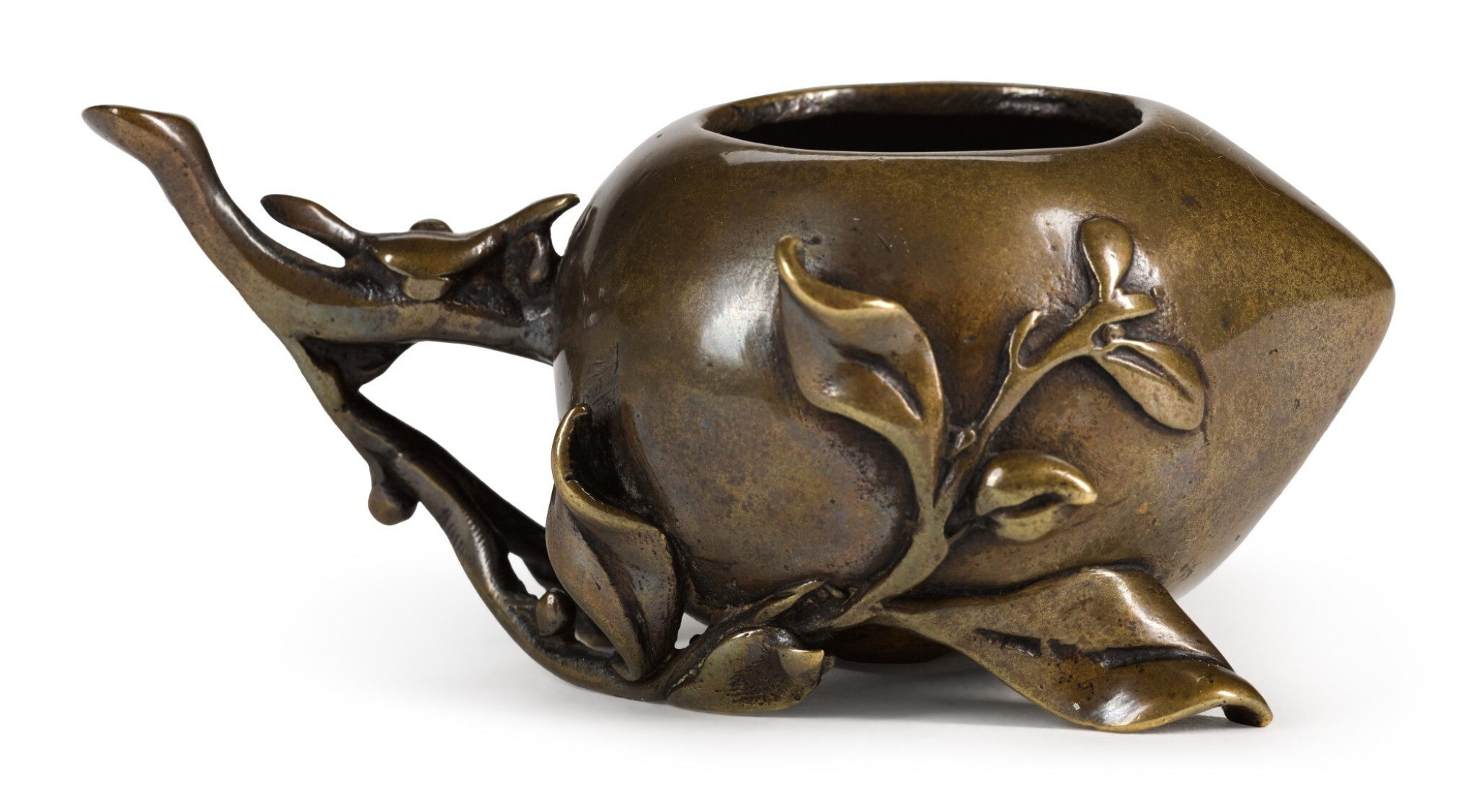View full screen - View 1 of Lot 82. A SMALL BRONZE 'PEACH' WATERPOT | 17TH/18TH CENTURY | 十七/十八世紀 銅壽桃水盂.