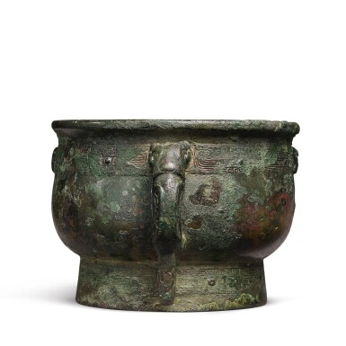 View 4. Thumbnail of Lot 193. An important documentary archaic bronze ritual food vessel (Gui), Late Shang dynasty, probably c. 1072 BC | 商末 或約公元前1072年 小子□簋.