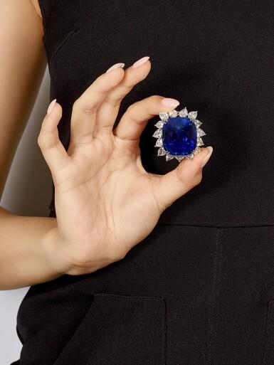 View 5. Thumbnail of Lot 1755. AN EXTRAORDINARY SAPPHIRE AND DIAMOND PENDANT | 超凡至尊 118.88卡拉 天然「緬甸皇家藍」未經加熱藍寶石 配 鑽石 掛墜.