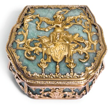 A SMALL GOLD AND HARDSTONE BONBONNIÈRE, PROBABLY GERMAN, LATE 19TH CENTURY