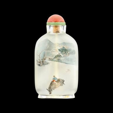 View 2. Thumbnail of Lot 1045. An inside-painted glass 'chickens' snuff bottle  By Ziyizi, signed Zhou Leyuan, dated xinmao year, corresponding to 1891 | 辛卯(1891年) 自怡子作玻璃內畫錦雞紋鼻煙壺 《周樂元》款.