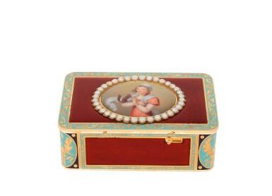 A RARE DIMINUTIVE GOLD, ENAMEL AND PEARL SINGING BIRD BOX, THE MOVEMENT ROCHAT FRÈRES, GENEVA, CIRCA 1815