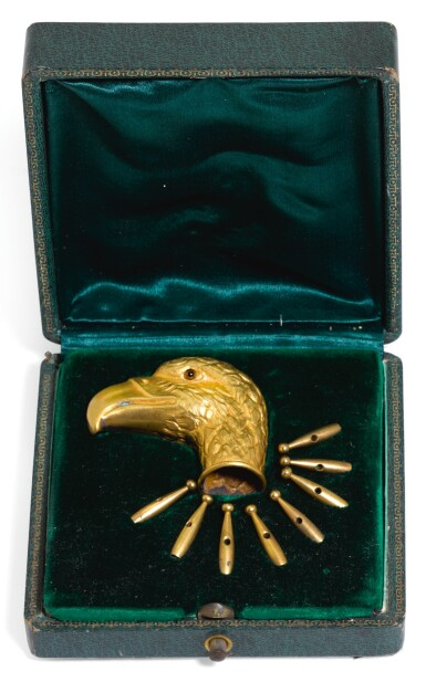 A GILT-METAL PARASOL HANDLE, UNMARKED, PROBABLY AUSTRIAN, CIRCA 1910