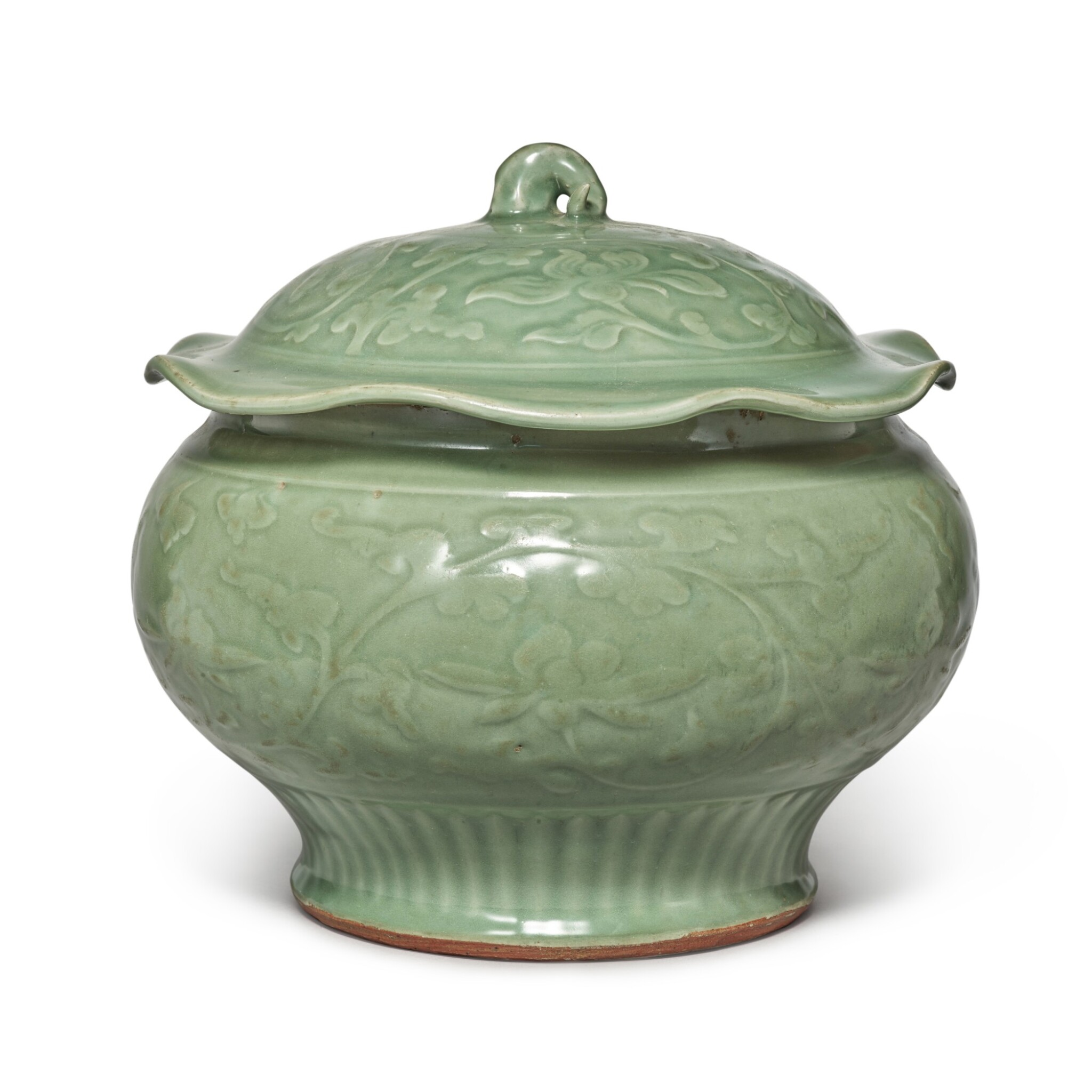 View full screen - View 1 of Lot 89. A 'Longquan' celadon-glazed 'lotus' jar and cover, Late Yuan / early Ming dynasty | 元末 / 明初 龍泉窰青釉纏枝蓮紋蓋罐.