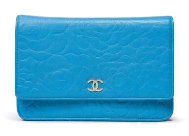 CHANEL | LAMBSKIN CAMELLIA EMBOSSED WALLET ON CHAIN CIRCA 2017