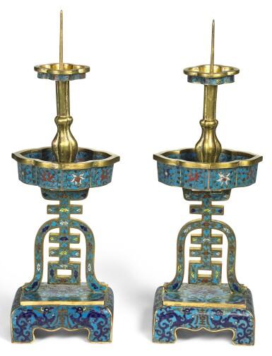 A PAIR OF CLOISONNE ENAMEL 'SHOU' CANDLESTICKS, QING DYNASTY, 17TH CENTURY | 清十七世紀 掐絲琺琅雙龍捧壽紋燭臺一對