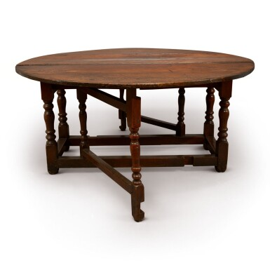 AN ENGLISH WALNUT GATE-LEG TABLE, MID-18TH CENTURY