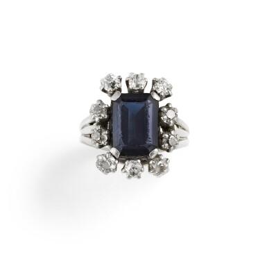 BAGUE SAPHIR ET DIAMANTS   SAPPHIRE AND DIAMOND 'POMPADOUR' RING