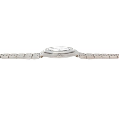 View 5. Thumbnail of Lot 506. Royal Oak White gold and diamond-set wristwatch with date and bracelet Circa 1995 | 愛彼 「Royal Oak」白金鑲鑽石鍊帶腕錶備日期顯示,年份約1995.