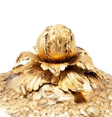 A silver-gilt covered ecuelle with stand, Jean-Louis III Imlin, Strasbourg, 1757-1758 | Ecuelle couverte et son présentoir en vermeil, par Jean-Louis III Imlin, Strasbourg, 1757-1758