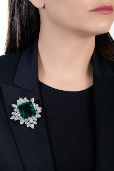 View 5. Thumbnail of Lot 175. Harry Winston | Impressive Emerald and diamond brooch/pendant combination | 祖母綠配鑽石別針/吊墜組合.