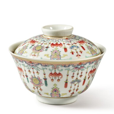View 4. Thumbnail of Lot 175. A famille-rose 'bats and emblems' bowl and cover, Qing dynasty, Daoguang period | 清道光 粉彩博古圖蓋盌  《慎德堂製》款.