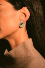 FORMS | PAIR OF EMERALD, DIAMOND AND ENAMEL EARRINGS | FORMS |「哥倫比亞」祖母綠 配 鑽石 及 琺琅彩 耳環一對
