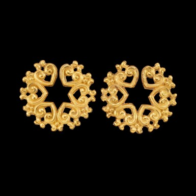 View 1. Thumbnail of Lot 1056. A pair of gold ear ornaments Possibly Java or Indonesian archipelago | 或爪哇或印尼群島 金耳飾一對.
