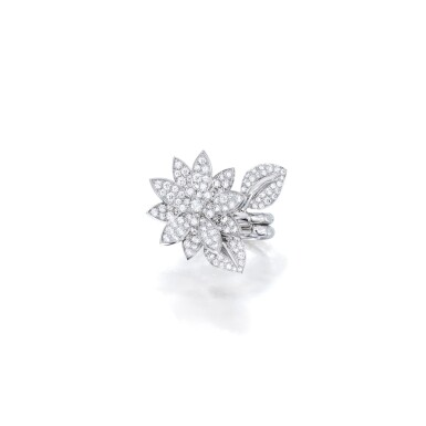 VAN CLEEF & ARPELS | 'LOTUS' DIAMOND RING  梵克雅寶 | 'Lotus' 鑽石戒指