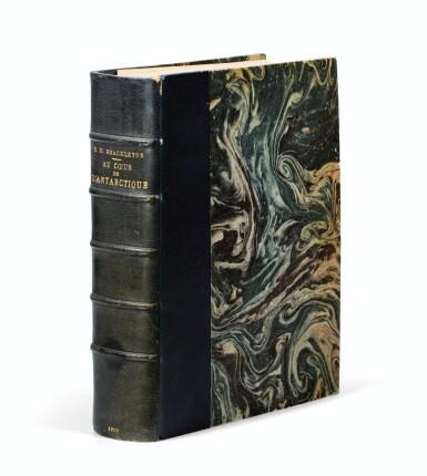 View 2. Thumbnail of Lot 190. SHACKLETON. Au cœur de l'Antarctique... Hachette, 1910. In-8. Reliure de Petitot. Première édition française..