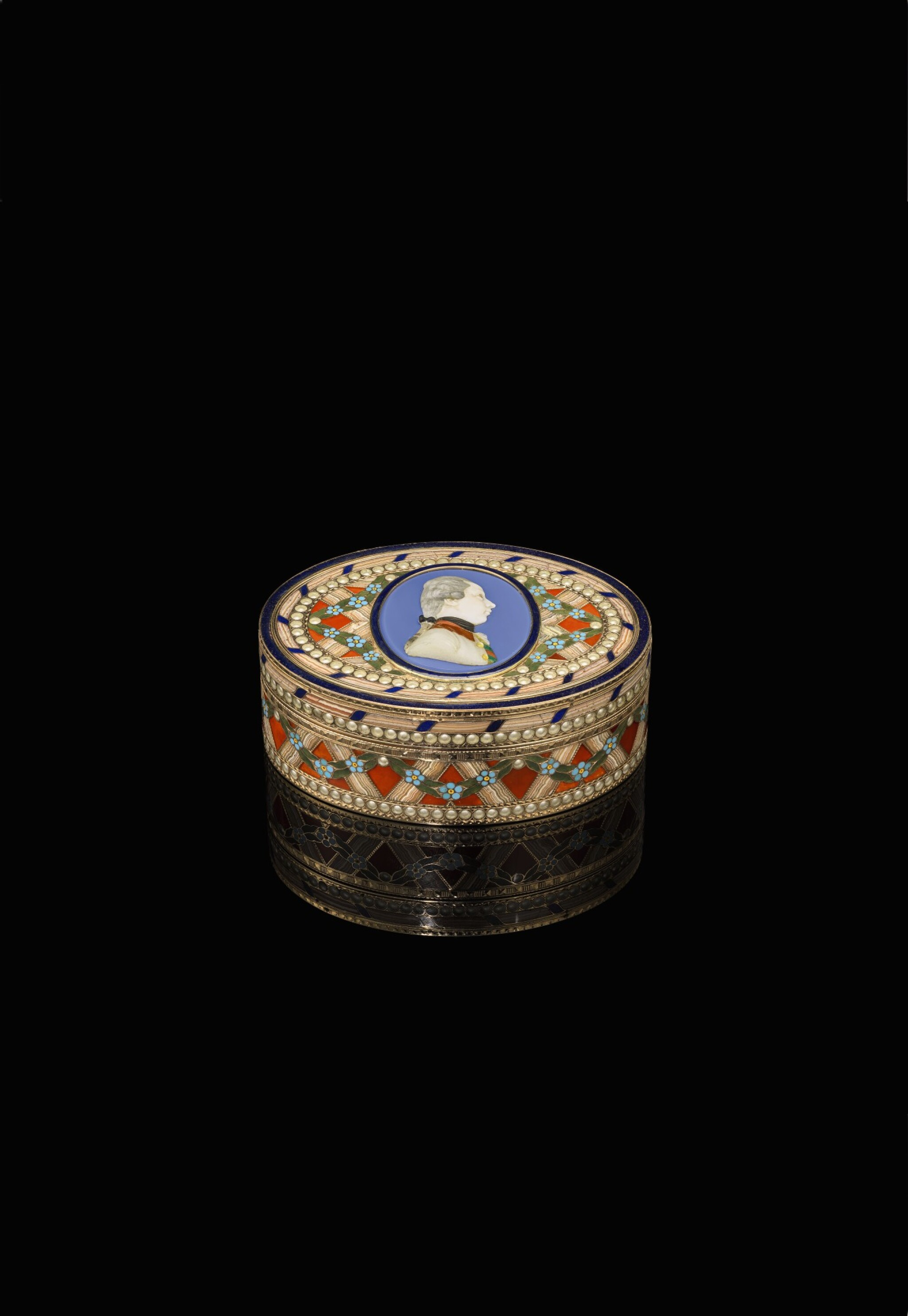 View full screen - View 1 of Lot 15. An Imperial gold, enamel and hardstone snuff box, Johann Christian Neuber, Dresden, circa 1775.