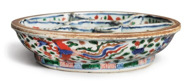 View 3. Thumbnail of Lot 1005.  A WUCAI 'DRAGON AND PHOENIX' SWEETMEAT BOX,  WANLI MARK AND PERIOD.