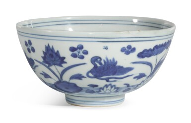 A BLUE AND WHITE 'LOTUS POND' BOWL | MING DYNASTY, 16TH CENTURY