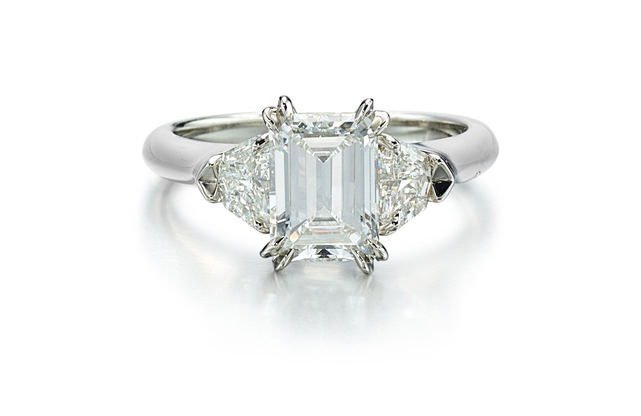 View full screen - View 1 of Lot 9146. DIAMOND RING, HARRY WINSTON   1.71卡拉 方形 E色 VVS2淨度 鑽石 戒指, 海瑞溫斯頓 ( Harry Winston ).