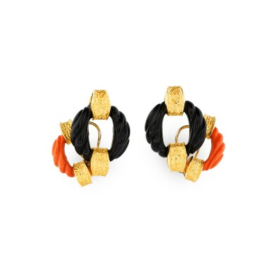 View 2. Thumbnail of Lot 134. PAIRE BOUCLES D'OREILLE CORAIL ET ONYX | PAIR OF CORAL AND ONYX EARRINGS .