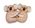 Coloured Diamond and Diamond Brooch | 格拉夫| 彩色鑽石 配 鑽石 胸針 (彩色鑽石及鑽石共重約19.30及3.40克拉)