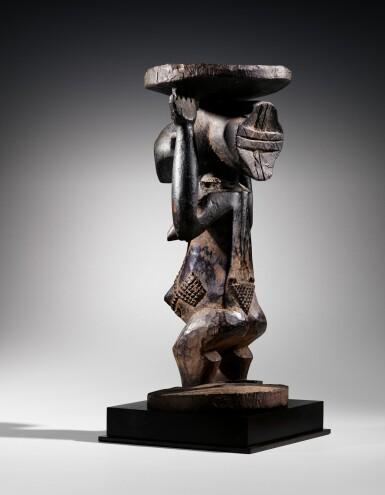 View 11. Thumbnail of Lot 50. Siège caryatide, Hemba / Luba, République Démocratique du Congo | Caryatid stool, Hemba / Luba, Democratic Republic of the Congo.