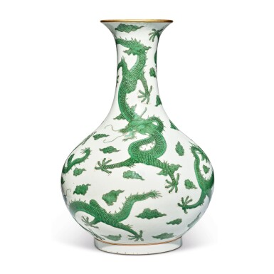 View 4. Thumbnail of Lot 163. A very rare green-enameled 'dragon' bottle vase, Daoguang seal mark and period   清道光 綠彩五龍戲珠紋長頸瓶  《大清道光年製》款.