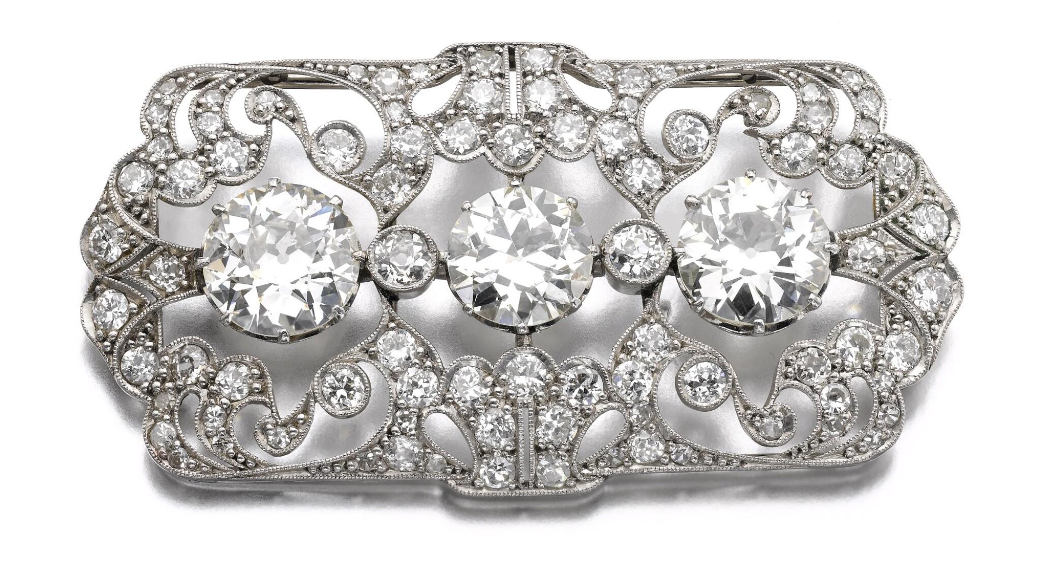 View full screen - View 1 of Lot 684. Diamond brooch | 鑽石別針.