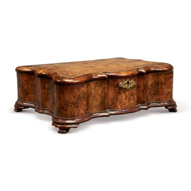 AN ANGLO-DUTCH INLAID WALNUT SERPENTINE LIDDED BOX, 18TH CENTURY