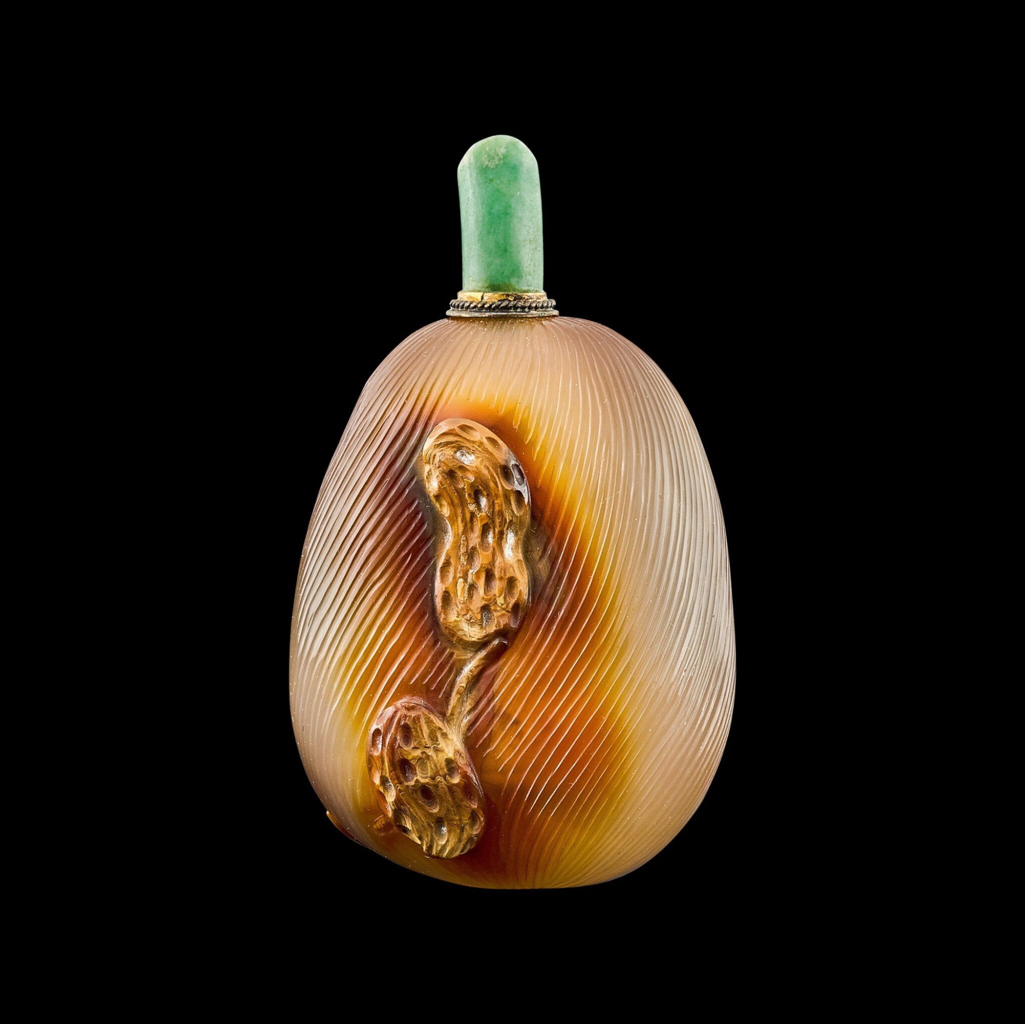 View full screen - View 1 of Lot 1020. A 'peanut agate' snuff bottle Qing dynasty, 18th - 19th century   清十八至十九世紀 瑪瑙巧作早生貴子鼻煙壺.