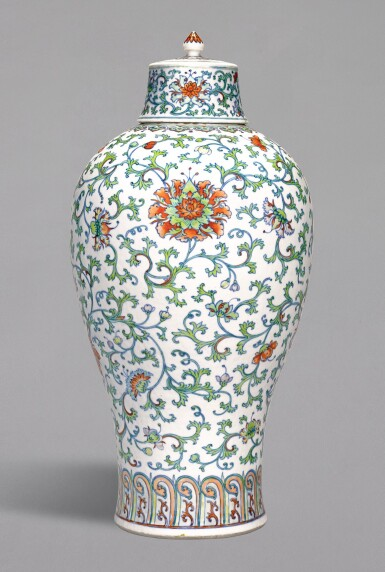 A RARE LARGE DOUCAI ''FLORAL' MEIPING AND COVER,  QING DYNASTY, 18TH CENTURY | 清十八世紀 闘彩纏枝花卉紋梅瓶連蓋