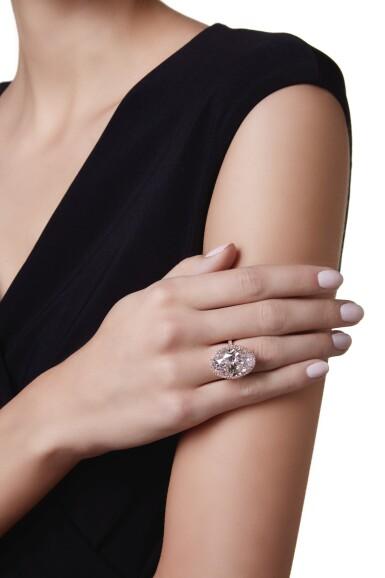 View 3. Thumbnail of Lot 419. AN IMPRESSIVE FAINT PINK DIAMOND AND COLORED DIAMOND RING | 微粉紅色鑽石配彩色鑽石戒指一枚.