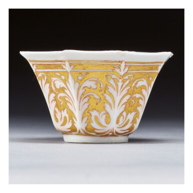 AN INTERESTING PORCELAIN OCTAGONAL GILT-DECORATED TEABOWL POSSIBLY ENGLISH LATE 17TH CENTURY/EARLY 18TH CENTURY