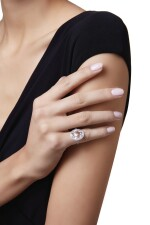 COLORED DIAMOND AND DIAMOND RING, JAR, PARIS | 彩色鑽石配鑽石戒指,JAR