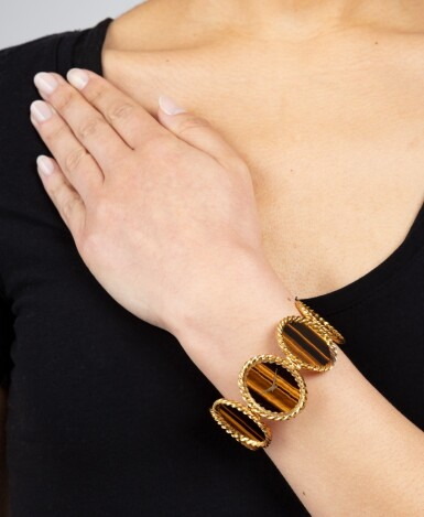 View 4. Thumbnail of Lot 117. Montre bracelet de dame oeil-de-tigre, ref. 9855 | Lady's tiger-eye bracelet watch, ref. 9855.