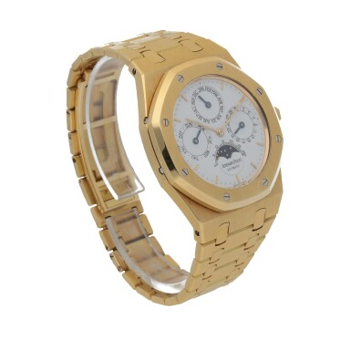 View 3. Thumbnail of Lot 15. Royal Oak, Ref. 25654BA Yellow gold perpetual calendar wristwatch with moon phases and bracelet Circa 1996 | 25654BA型號「Royal Oak」黃金萬年曆鍊帶腕錶備月相顯示,年份約1996.