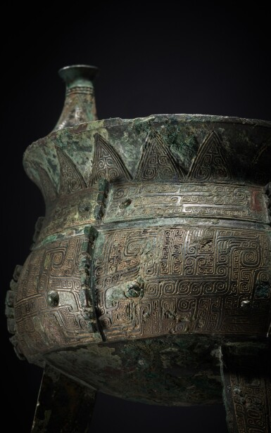 View 7. Thumbnail of Lot 11. An exceptional and rare archaic bronze ritual wine vessel (Jia), Late Shang dynasty | 商末 䖵崠耒斝.