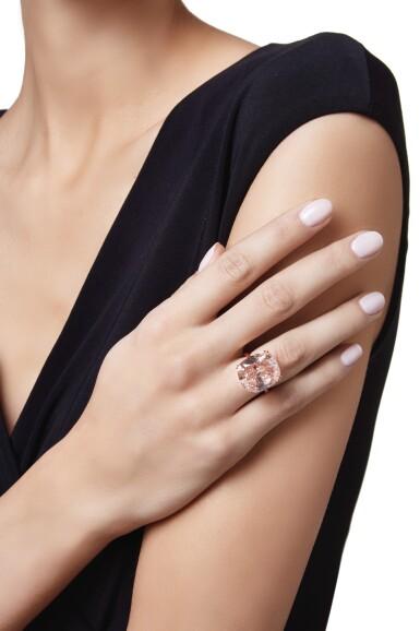 View 3. Thumbnail of Lot 463. AN IMPORTANT FANCY DEEP BROWNISH PINKISH ORANGE DIAMOND RING   深彩棕粉紅橙色鑽石戒指一枚.