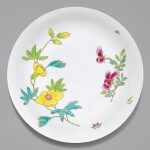 A FAMILLE-ROSE 'MALLOW AND ROSE' SAUCER DISH, YONGZHENG MARK AND PERIOD | 清雍正 粉彩錦葵嬌玫紋盤 《大清雍正年製》款