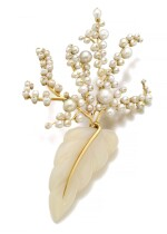 SUZANNE BELPERRON | CHALCEDONY, CULTURED PEARL AND NATURAL PEARL BROOCH, CIRCA 1955