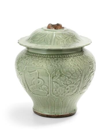 View 2. Thumbnail of Lot 55. A large longquan celadon auspicious jar and cover Yuan-early Ming dynasties, 14th-15th century | 元至明早期 十四至十五世紀 龍泉窰青釉金玉滿堂蓋罐.