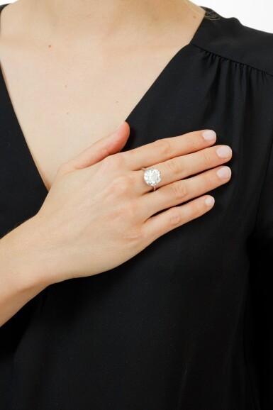 View 4. Thumbnail of Lot 16. BAGUE DIAMANT | DIAMOND RING.