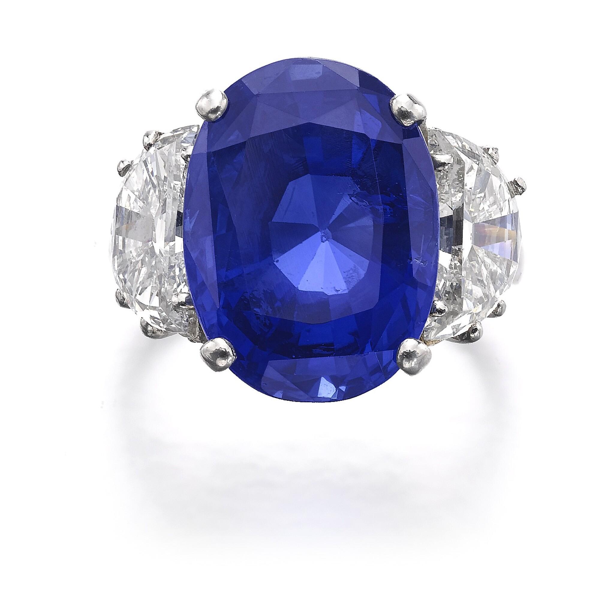 View full screen - View 1 of Lot 635. Sapphire and diamond ring | 藍寶石配鑽石戒指.