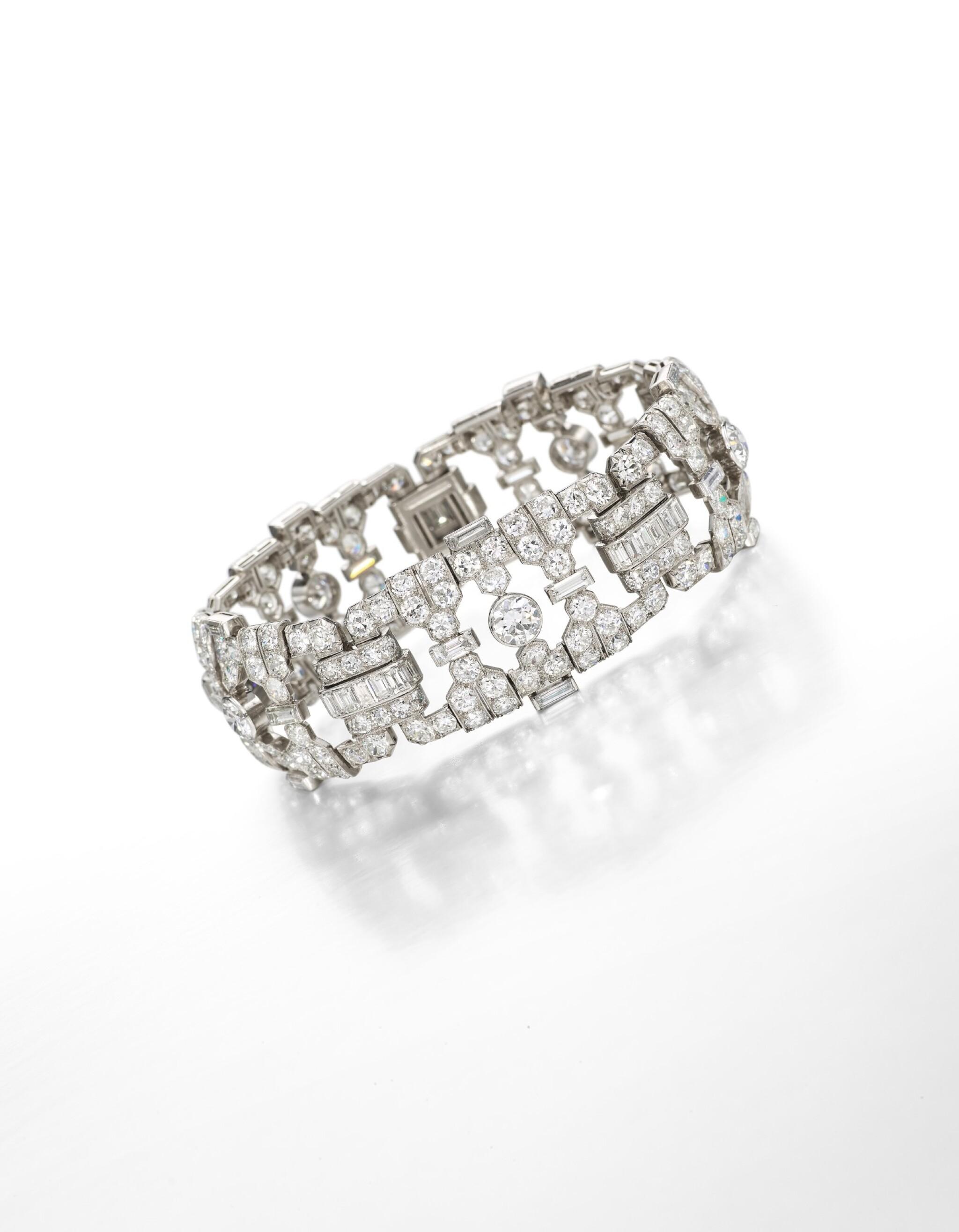 View full screen - View 1 of Lot 1646. VAN CLEEF & ARPELS | DIAMOND BRACELET, 1930 | 鑽石手鏈 (鑽石共重約32.00卡拉).