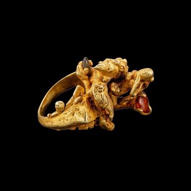 View 3. Thumbnail of Lot 1029. A gem-set gold ring of a deity riding on Garuda Possibly Khmer, Angkor period, or Java, 9th century | 九世紀 或高棉吳哥王朝或爪哇 金嵌寶迦樓羅形戒指.