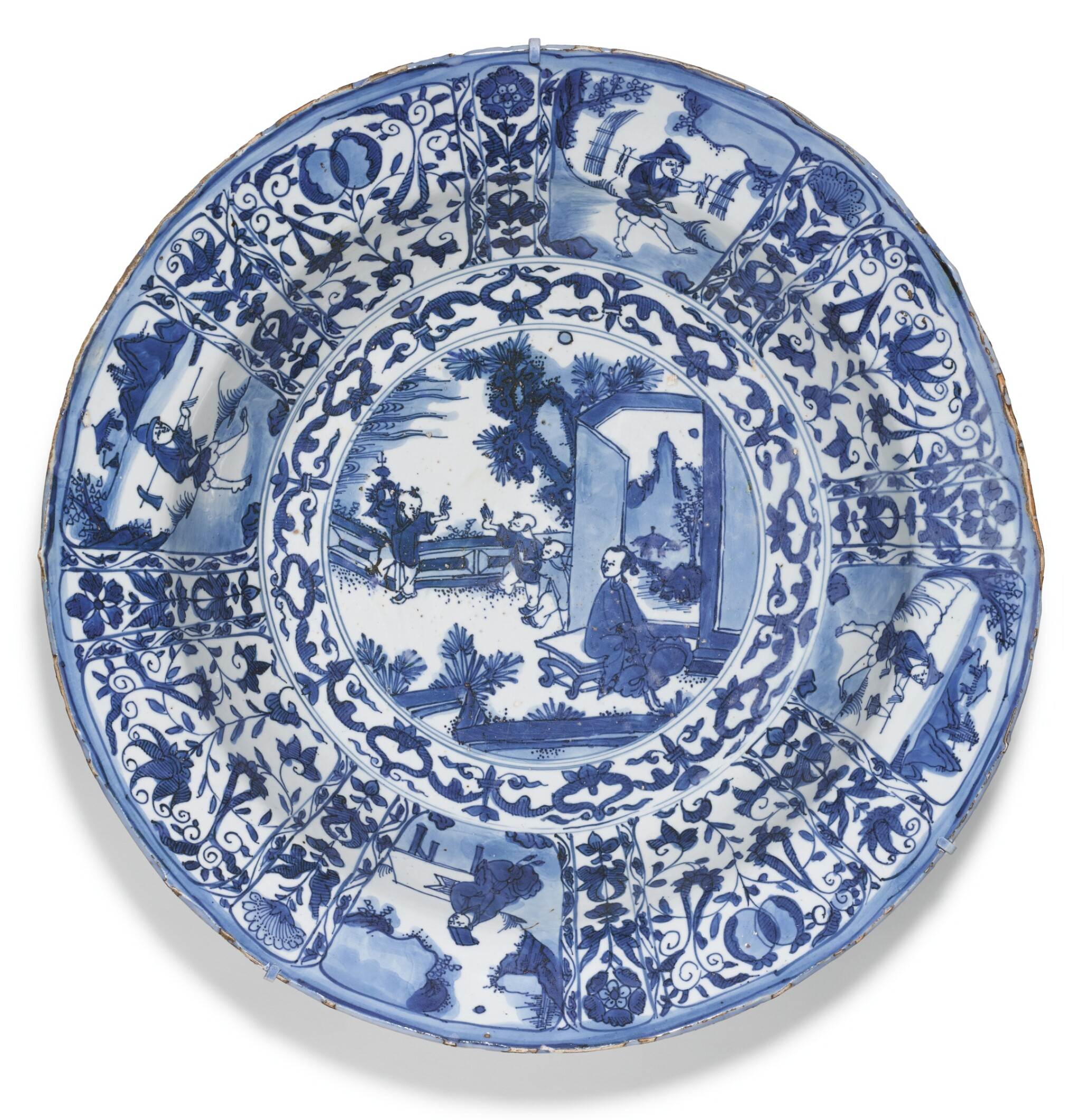 View full screen - View 1 of Lot 10. A LARGE BLUE AND WHITE 'KRAAK' DISH MING DYNASTY, WANLI PERIOD.