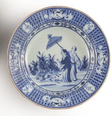 A CHINESE EXPORT BLUE AND WHITE 'DAME AU PARASOL' PATTERN SOUP PLATE, QING DYNASTY, QIANLONG PERIOD, CIRCA 1740